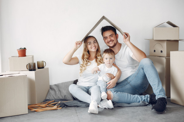family-moving-using-boxes_1157-35481