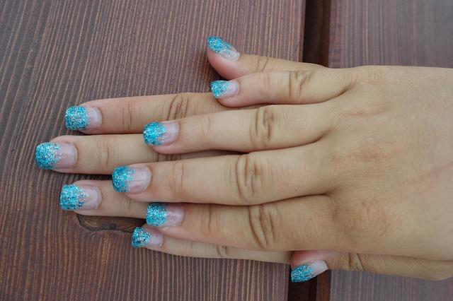 nehty akrylové