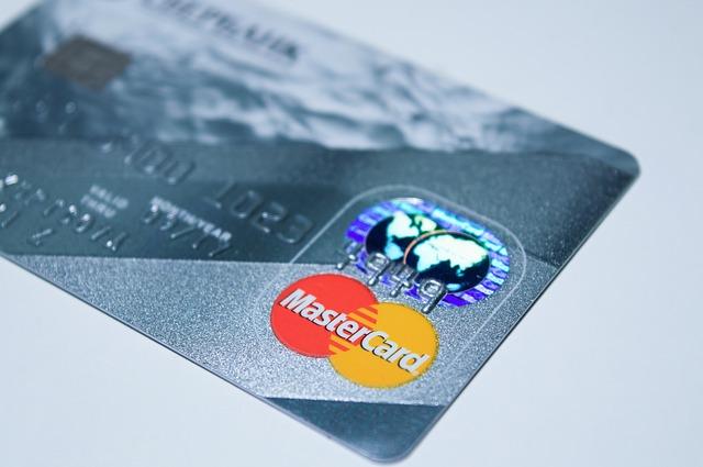 Rozdiel medzi kreditnou kartou a spotrebiteľským úverom