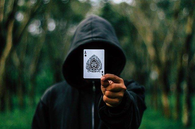 Online poker – zábavka alebo spôsob privyrobenia?
