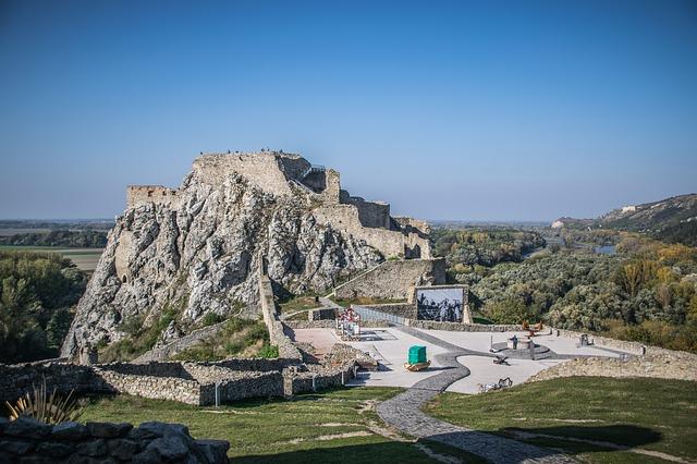 Zrúcanina hradu.jpg